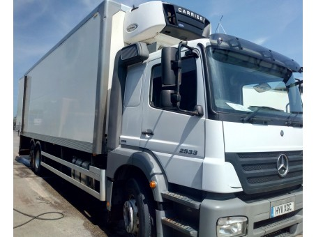 Mercedes Axor R 2533L 26T Fridge with tail lift in White, 350,400