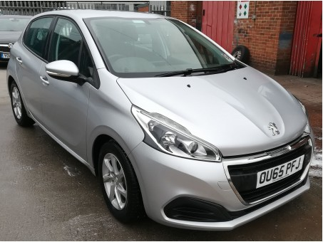 Peugeot 208 1.6 Blue HDI Active 5dr in Silver, 42,000 miles