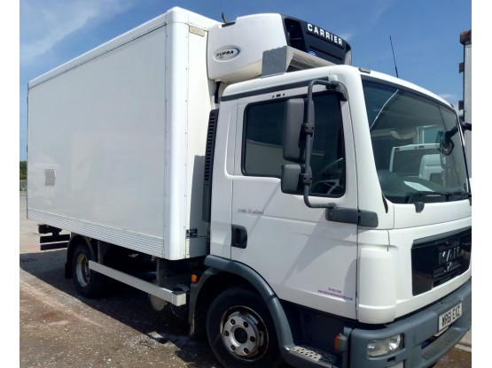 MAN TGL7.150 7.5T Fridge in White, 304,442km